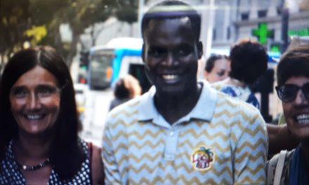 Félicité par le ministre de l'éducation, Aluisio est sous la menace d'une expulsion du territoire